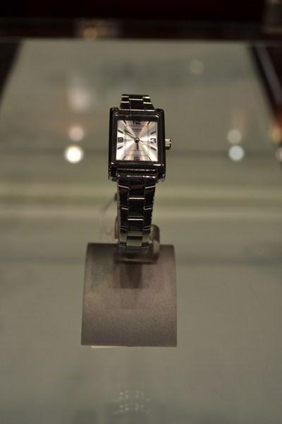 Ženski satovi su uvijek odraz elegancije, stila i dobrog ukusa ! Ženski satovi su uvijek odraz elegancije, stila i dobrog ukusa !